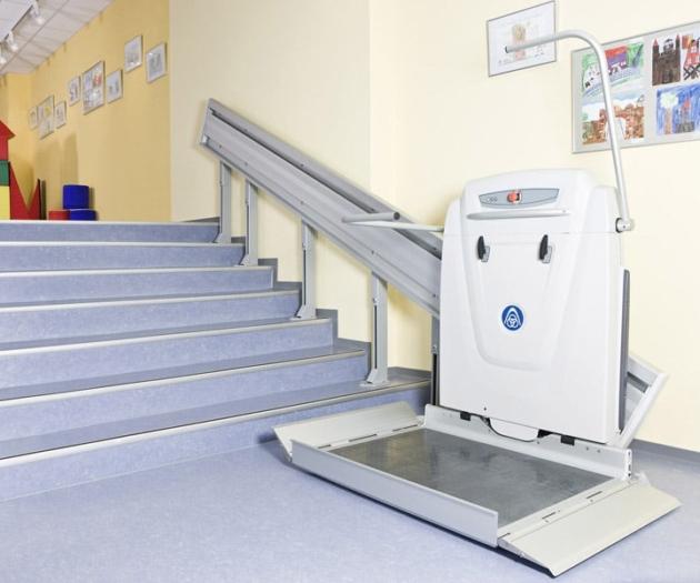 plateforme monte escalier pour fauteuil roulant. Black Bedroom Furniture Sets. Home Design Ideas