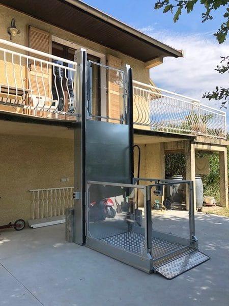 Installation d'un élévateur extérieur à Irigny dans le Rhône (69)