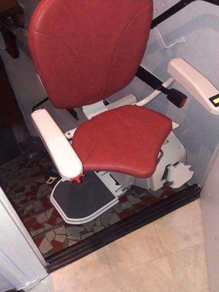 Installation d'un siège monte-escalier droit à Farnay (42)