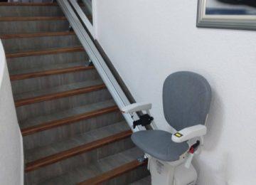 Installation d'un siège monte-escalier droit à La Valla en Gier dans la Loire